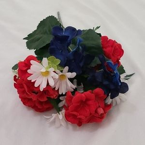 Accents - Red, White, & Blue Flowers 💐